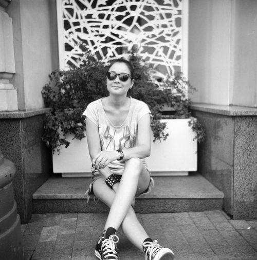 Blackandwhite Photography Blackandwhitephotography Blackandwhite Black & White Lomography Lomo Film Filmphotography Portrait Relaxing Enjoying Life Москва портрет фотограф черно-белое любитель166 Фотосессия Street пленка Lubitel 166+ Photographer Work Summer Moscow Smoking