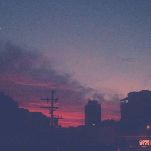 Meus olhos são céus. ❤ Fotografado às 5h58. Maravilhoso. Tvminuto