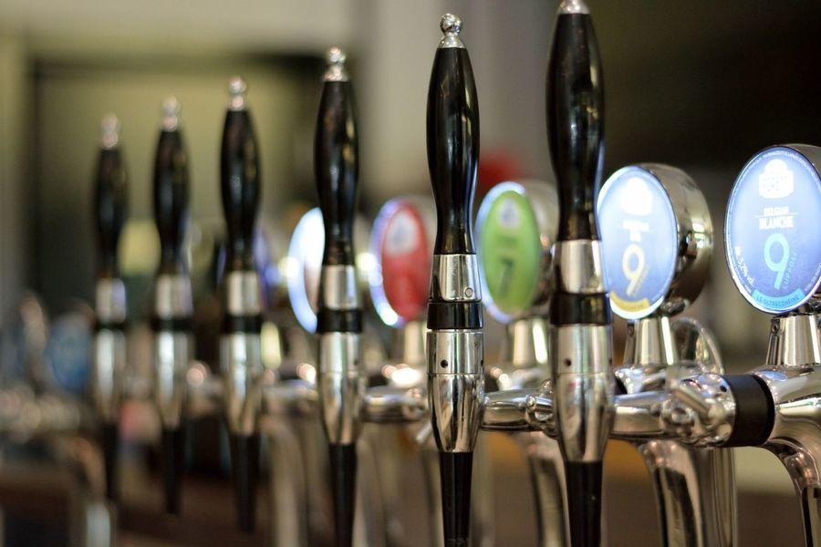 cheers ! Close-up Indoors  Beers In A Row Beer Dispenser Day Beer Time Beer Anyone?  Beer Lovers Cheers ! From My Point Of View Take Photos Eye4photography  EyeEm Gallery The Week Of Eyeem