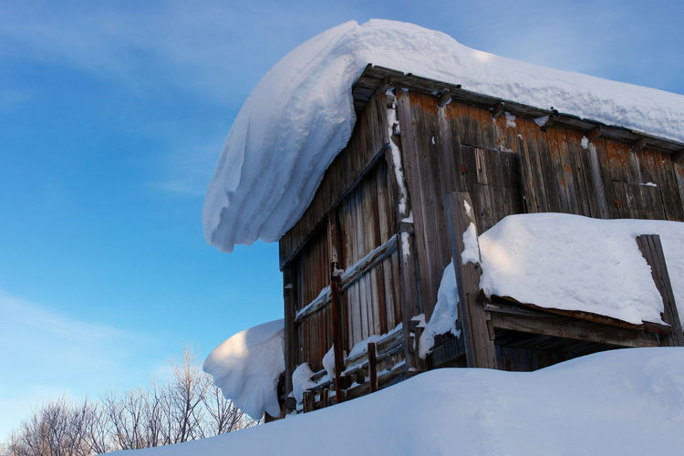Snow on roof Abandoned Beauty In Nature Built Structure Cloud - Sky Cold Temperature Day Frozen Ice Nature No People Outdoors Sky Snow Tree Weather Winter