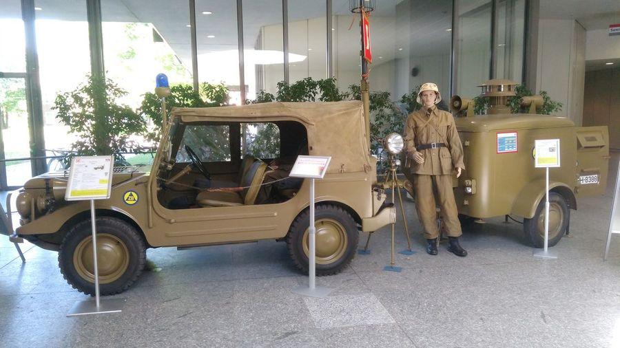 Feuerwehrfahrzeug der frühen Bundeswehr mit Generator- und Sirenenanhänger. Fire Engine Audi Auto Union Bundeswehr Full Length