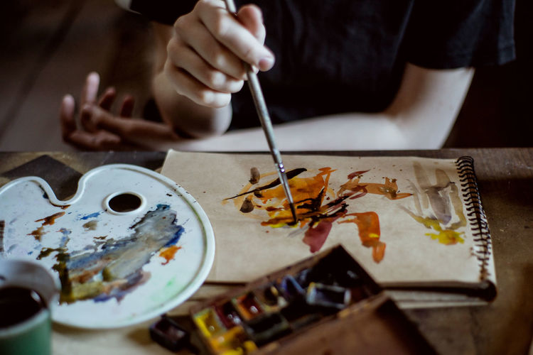 Art Arts Culture And Entertainment Art And Craft ArtWork Artist Paint Painting Painting Art One Person Creativity Skill  Brush Craft Paintbrush Hand Table Human Hand Real People Palette Art And Craft Equipment Watercolor Paints Men