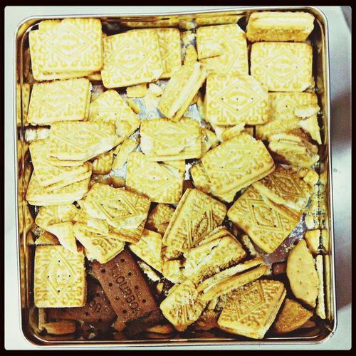 La caja de las galletas rotas. Custardcreams my friends