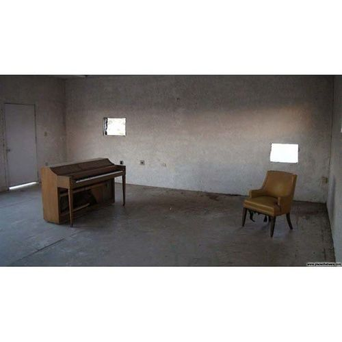 Piano and chair Urbanexploration Urbex Abandoned Amboy Ghosttown Ig_urbex All_is_abandoned