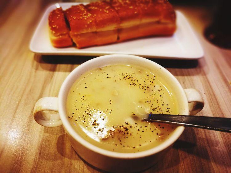 Food Indoors  No People Freshness Gourmet Mushroomsoup Bakedbread Garlicbread Simplefood