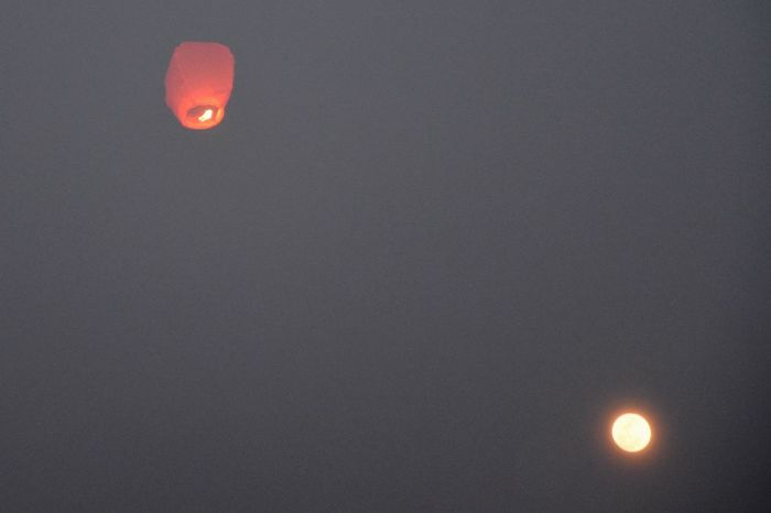 有灯无月不娱人,有月无灯不算春 Sky Lantern Kongming Lantern Moon Moonlight Fastival Of Lanterns Fastival Red New Year