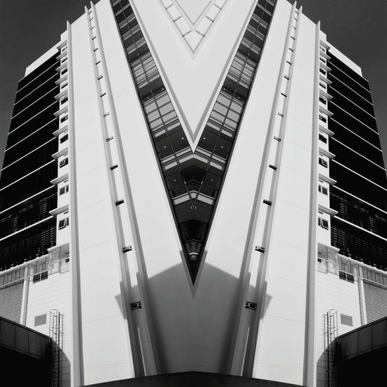 Building Monochrome Gurneyparagon Mirroreffect
