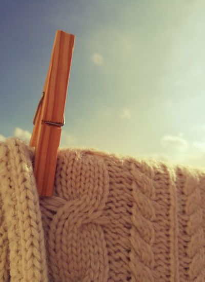3XSPUnity Wool Sweater Laundry Day Blue Sky Sunny Day Winter Wood - Material Clothespin Close-up