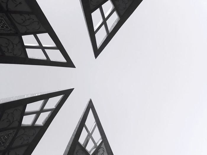 Triangle Shape Architecture Symmetrical Closeup Black And White Built Structure Historical 17.62°