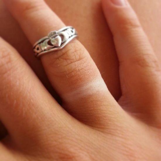 Abbronzatura one love! Anello Segno Abbronzatura Tan tanned irish ring sun weird funny me hand