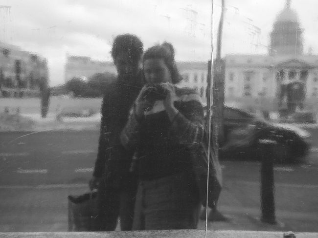 Blurry. Blackandwhite Blurred Motion Blurry City Life Couple Portrait Schwarzweiß Verschwommen