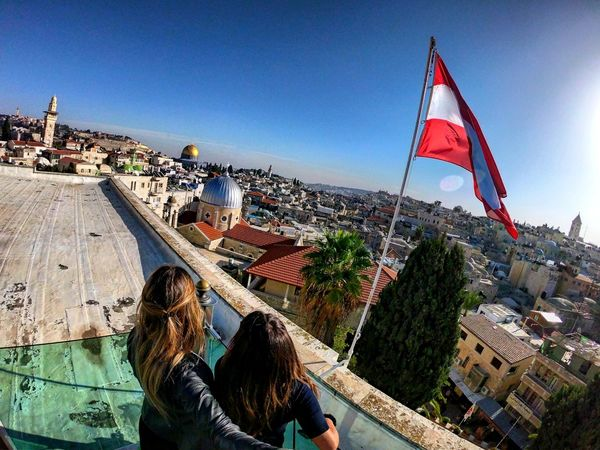 Looking At Camera Look Enjoying Life Looking Photography GoProhero6 Hero6 GoPrography Gopro HERO Gopro Shots Goprooftheday Low Angle View Capture The Moment Gopromoment City Cityscape Urban Skyline Flag Patriotism Skyscraper Blue Sky Architecture Building Exterior Historic Visiting