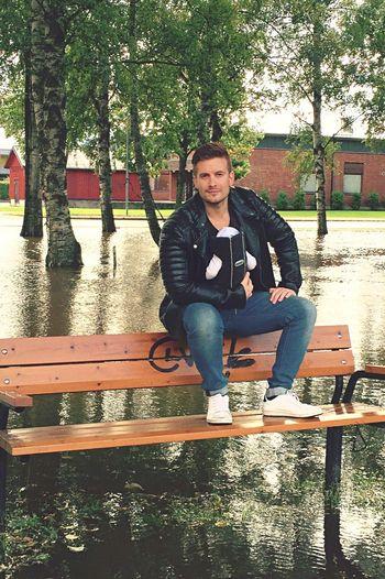 Guy Man Flood Bench