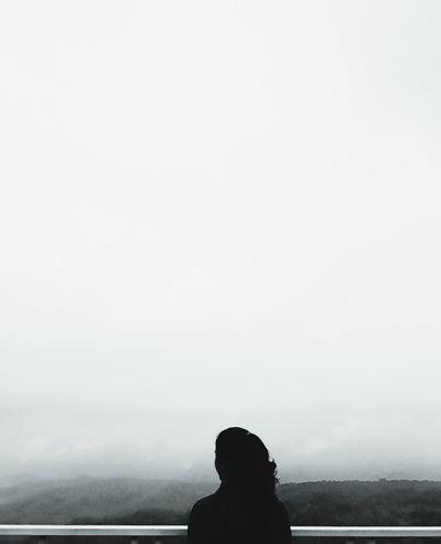 những ngày u tối Headshot Water Silhouette Fog Copy Space Sky