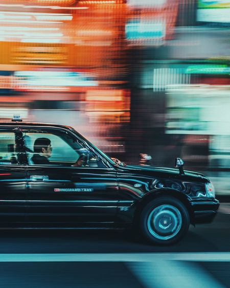 @itchban / itchban.com Taxi Blurred Motion Car City Long Exposure Mode Of Transportation Motion Motor Vehicle on the move Road Slow Shutter Speed Street Transportation The Street Photographer - 2018 EyeEm Awards
