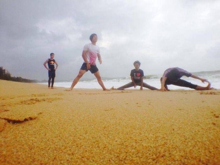 doing cardio!!! Jogs Beach Throwback 2013