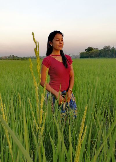 Woman One Person Adults Only Field Farm Cereal Plant Green Color Growth Sky Nature One Woman Only Thailand🇹🇭 2018 Day EyeEmNewHere Tranquility Smiling Summer Tree Field Full Length Standing Beauty In Nature ❤️❤️ Outdoors Beauty❤
