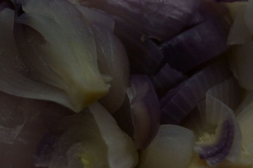 Backgrounds Beauty In Nature Close-up Day Diet Food Flower Flower Head Fragility Fresh Food Lover Freshness Indoors  Italina Food Kitchen Kitchen Art Nature No People Onion Onion In Plat Onion On Plate Onion Pieces Onion Ring Onion Rings Onion Soup Onion Spilt Rossano Grimoldi