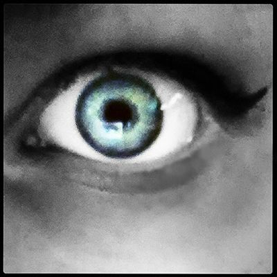 All I did was made it black and white then undo the eye. I didnt alter the blue at all.