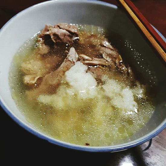 Coming home to a bowl of hot ginseng chicken with glutinous rice soup. So korean.😊😊