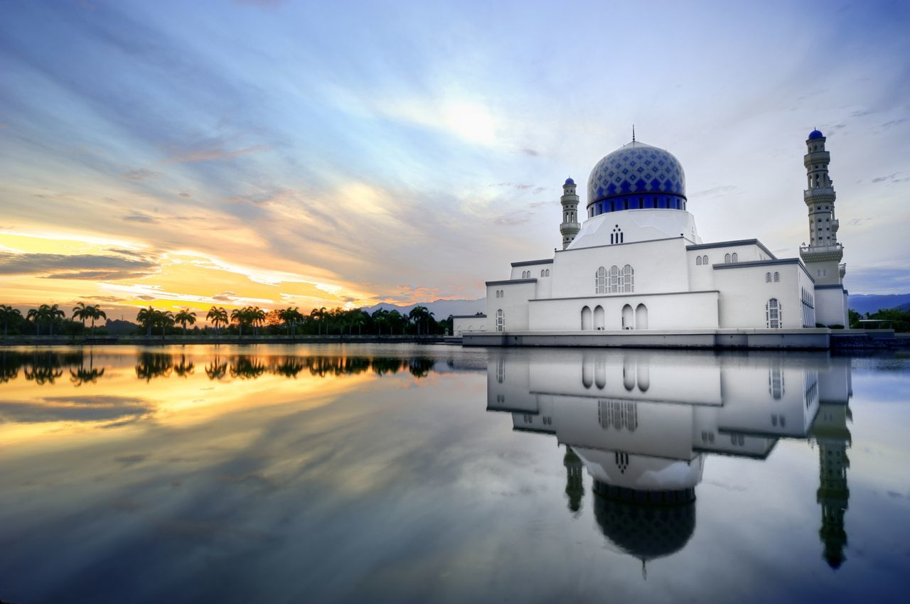 reflection, water, sky, architecture, cloud - sky, built structure, waterfront, lake, building exterior, sunset, nature, place of worship, no people, symmetry, outdoors, dome, beauty in nature, day