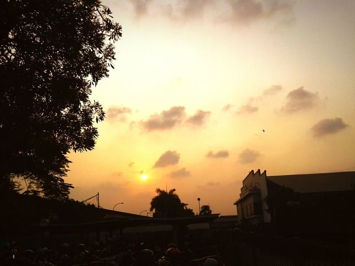 Yellow Sky Yellow Beautiful Sunset Enjoying Life Bored EyeEm Gallery Nice NiceShot