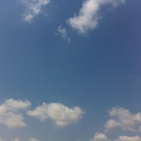 Istanbul da Gokyuzu yine Muhteşem Mavi ve beyaz tadinda istanbul skyporn sky nature manzara white blue cloud bulut