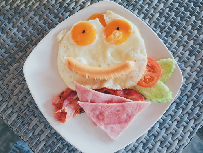 My Favorite Breakfast Moment Funny FunnyFaces Funny Faces Funny Moments Face Face Of Food Egg Eggs... Egg Arts Breakfast Breakfast ♥ Sausage Vegetables Foodporn Food Foodphotography Food And Drink Food Photography Foodie Foods