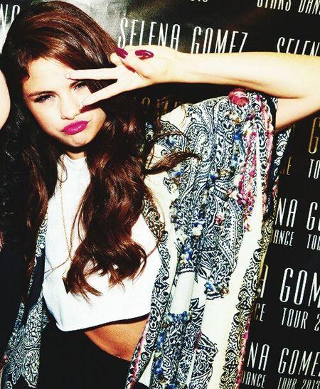 Selena Gomez  Very Cute & Very Cool ☺💕 洋楽 歌えないけどすき!外国人は かっこいい な😁👍
