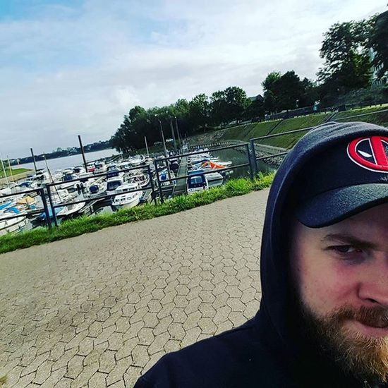 Chilling Outside Rhein Kölnporz Germanboy Deadpool Boatsboatsboats Bootebooteboote