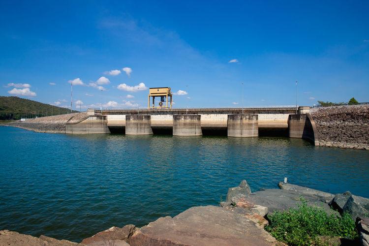 View of dam and bridge against sky