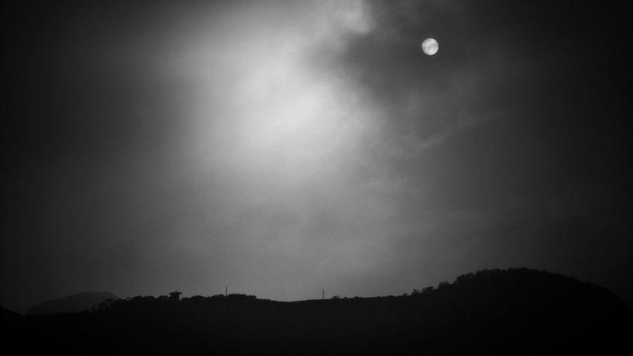 2018/2/16 街拍獵影~白日高掛 於金山 Sun Sunset Sunlight Sunrise Taiwan Bw Bw_lover BW_photography B&w Photo B&w Bw Photography B&w Photography Bwphotography Streetphotography Street Photography Street Streetphoto_bw Street Scene Streetphotography_bw b&w street photography Space Sky EyeEmNewHere