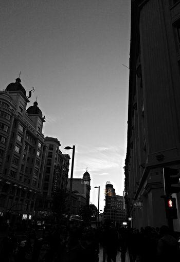 Abrazar en sus rincones... Te quiero... https://youtu.be/rYNW1IxaFf4 Madrid Travel Destinations Architecture Blues Black And White Photography FelizTarde Mensageofday EyeEmMoments EyeEm Gallery Feliz Sábado Mobile Photography Beauty In Nature Emotions City