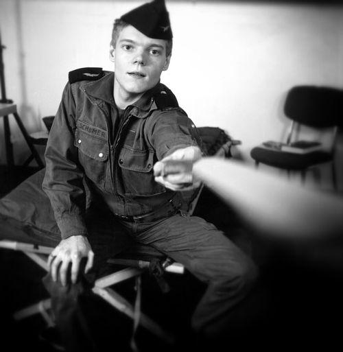 Je suis d'une génération durant laquelle le service militaire était obligatoire et la télécommande rare. Un Selfportrait_tuesday_nonchallenge de mes 20 ans... Eye4photography  EE_Daily: Black And White Bw_collection
