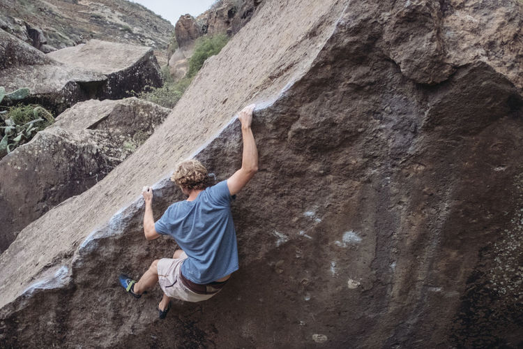 Bouldering in Arico / Tenerife Arico Boulder Bouldering Climbing Climbing A Mountain Day Extreme Sports Mountain One Person Outdoors Real People Rock Rock Climbing Tenerife Young Adult Done That.