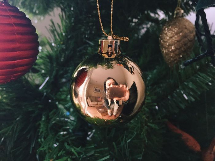 Christmas Christmas Decoration Christmas Tree Hanging Bauble Close-up No People Christmas Tree Mirrorselfie Taking Photos