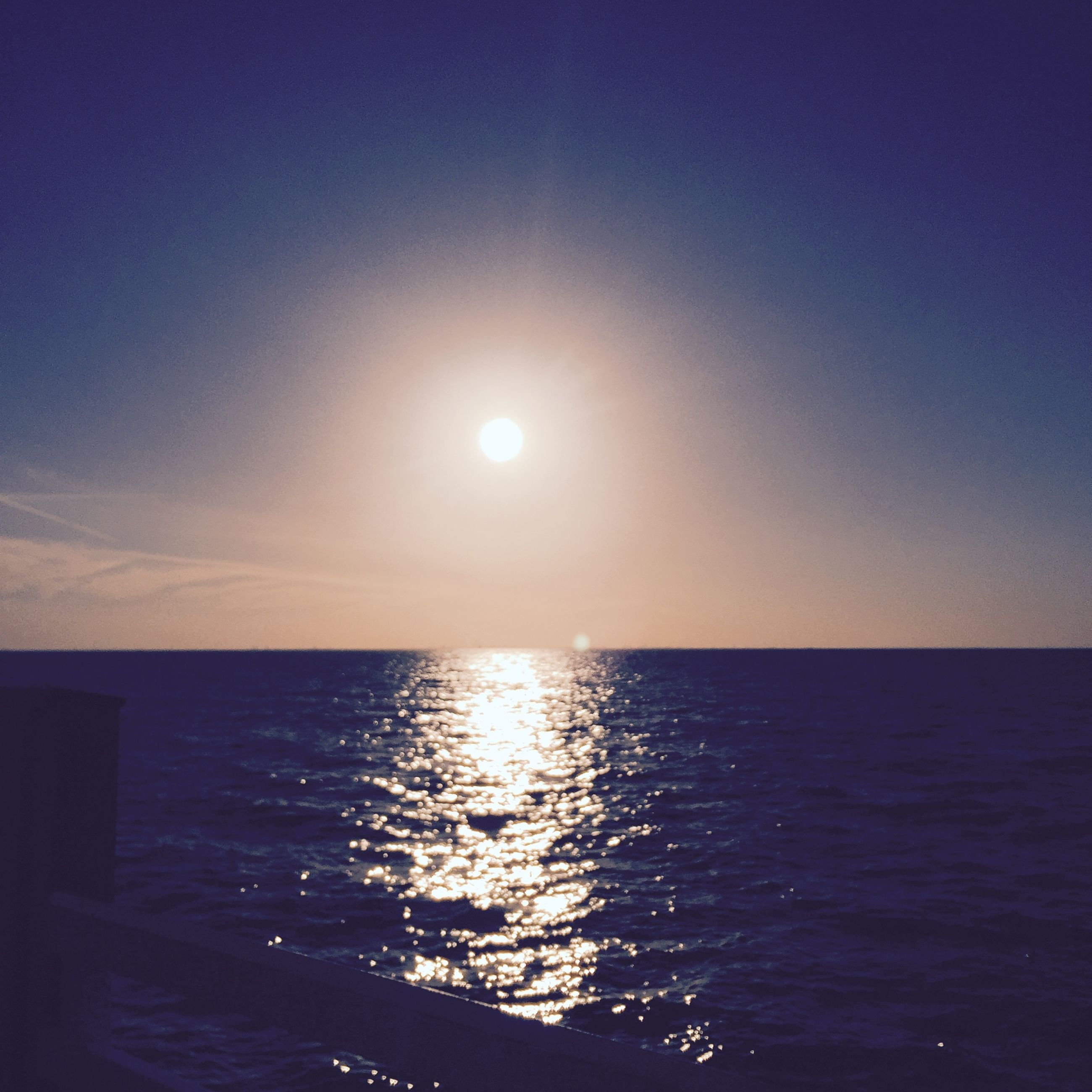 water, sea, sun, horizon over water, tranquil scene, scenics, tranquility, beauty in nature, reflection, sunset, idyllic, nature, sky, waterfront, sunlight, clear sky, rippled, copy space, silhouette, blue