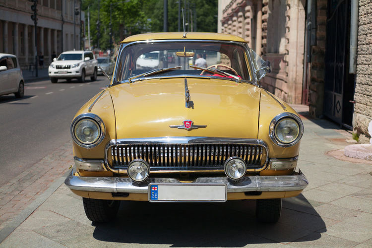 Gaz 21, Soviet Classic instagram.com/ebanoidze.photography Paint The Town Yellow Architecture Building Exterior Built Structure Car Day Land Vehicle Mode Of Transport No People Old-fashioned Outdoors Retro Styled Street Taxi Transportation Vintage Vintage Car Yellow
