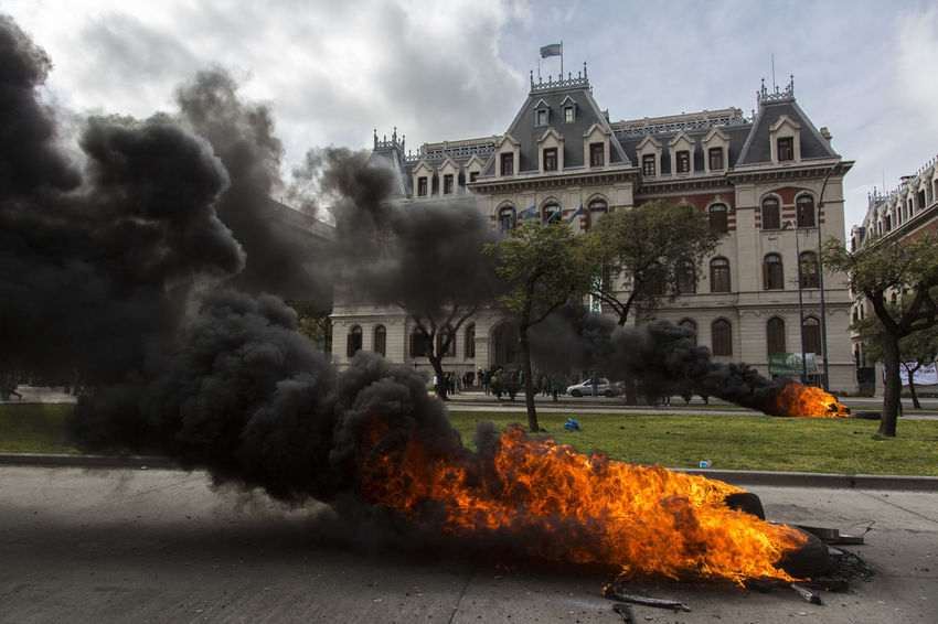 Demonstration against dismissals in the Ministry of Agribusiness of Argentina Famulari Argentina Argentina Photography Buenos Aires Police Police Force Layoff Dismissal Fighter Plane