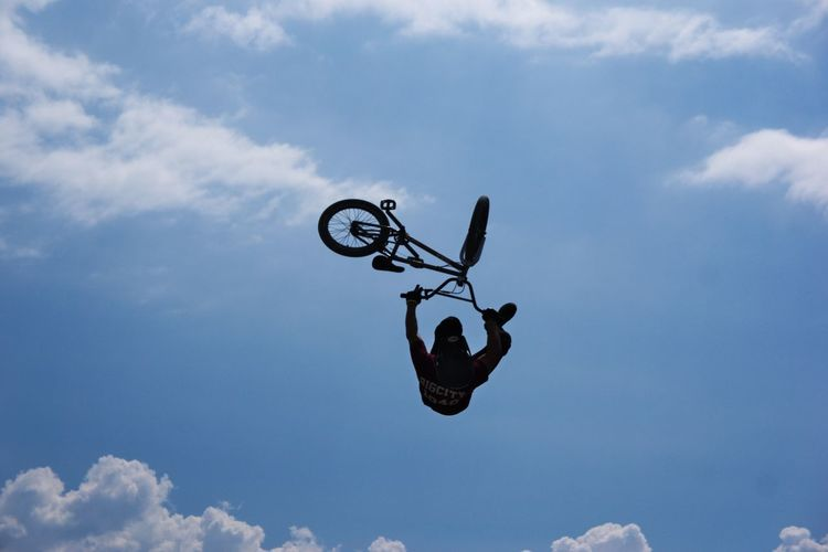 BMX is exciting to watch!! Acrobatics  Adventure Bicycle Blue Bmx  Bmxlife Cloud Cloud - Sky Flying Flying High Freedom Jump Jumpshot Leisure Activity Lifestyles Low Angle View Mid-air Motion Skill  Sky Sky And Clouds ジャンプ 空 空中 自転車