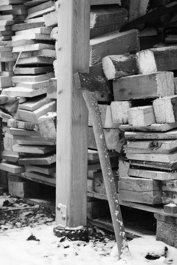 work work Axe Blackandwhite Firewood Monochrome Snow Sonyimages Svartvitt Sverige Sweden Taking Photos Ved Vinter Winter Workwork Yxa