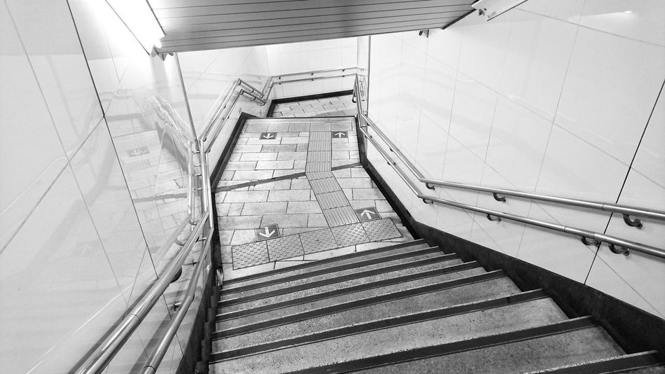 Treppen Stairs Escaleras Stairs Stairways Black And White Monochrome Ceiling And Floor Wall Arrow Symbol Reflection Lines Learn & Shoot: Leading Lines EyeEm Best Shots EyeEmBestPics EyeEm Best Shots - Black + White