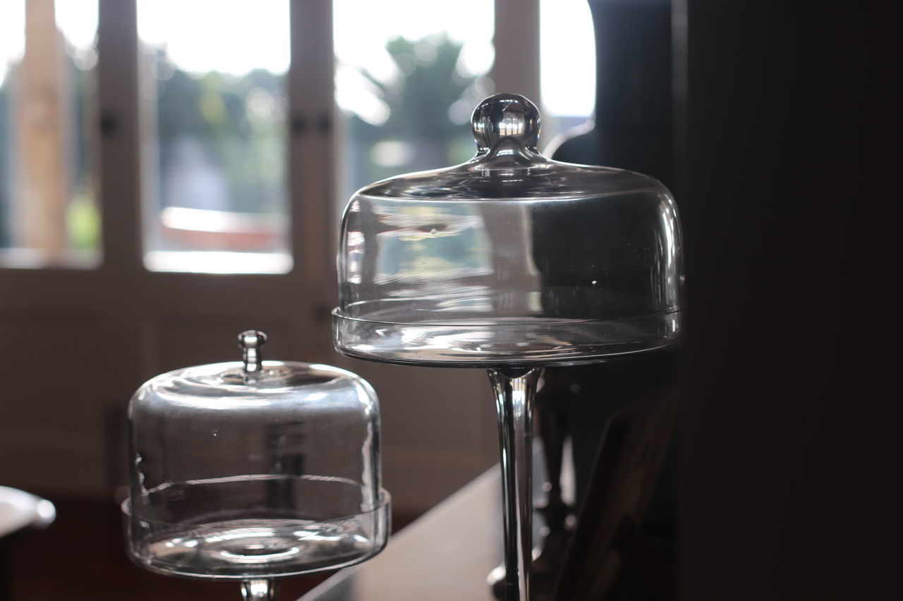 CLOSE-UP OF WINE GLASS ON TABLE