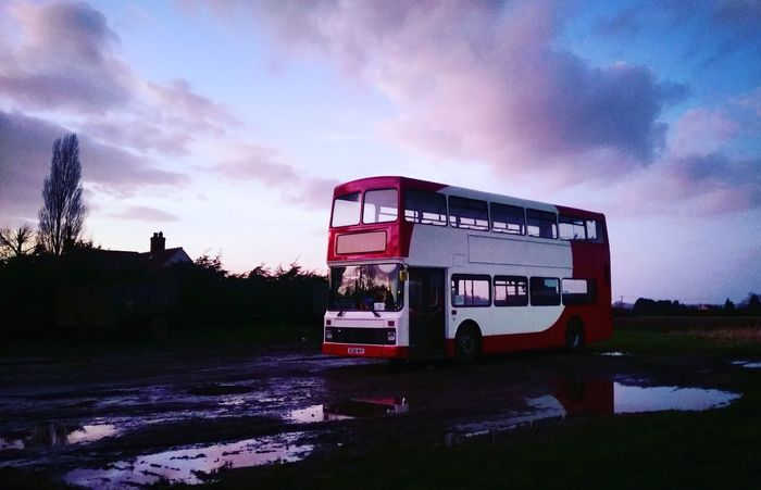A random but cool place to park a bus this evening! 👌 England🇬🇧 Lincolnshire Countryside Country Life Country Girl Pretty Evening Sky Twilight Sky Lucky Doubledeckerbus