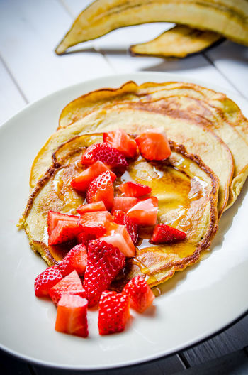 Banana Meal Breakfast Food Food And Drink Foodphotography Freshness Fruit Garnish Gourmet Healthy Eating Honey Indoors  No People Organic Pancakes Plate Ready-to-eat Red Still Life Strawberry Table Tabletop Wellbeing Yummy
