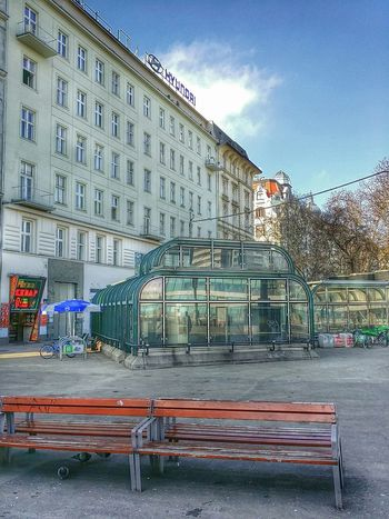 Underground Station in Vienna Austria 2015. Great Architecture for Streetphotography . Nice Sunday! ?