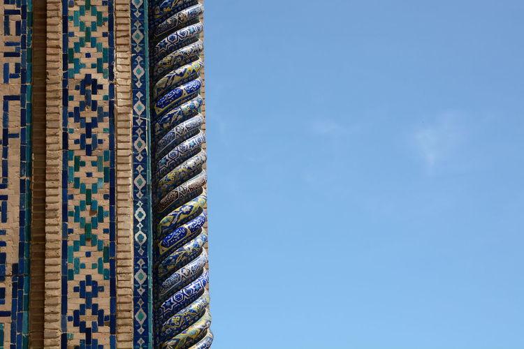 Brick wall with majolicas detail. registan square. samarkand. uzbekistan