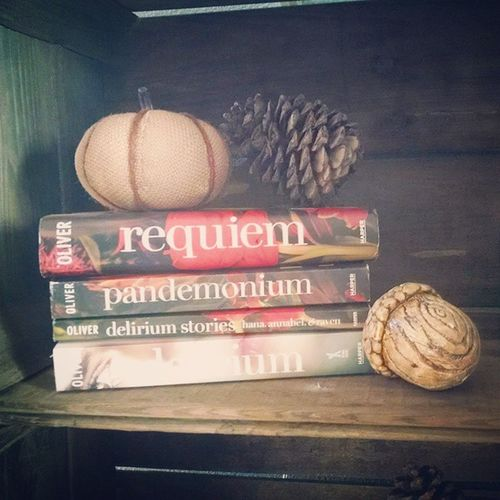My September reads... I loved this whole series!! 1442 pages Septemberreads Wherecalynnreads Laurenoliver