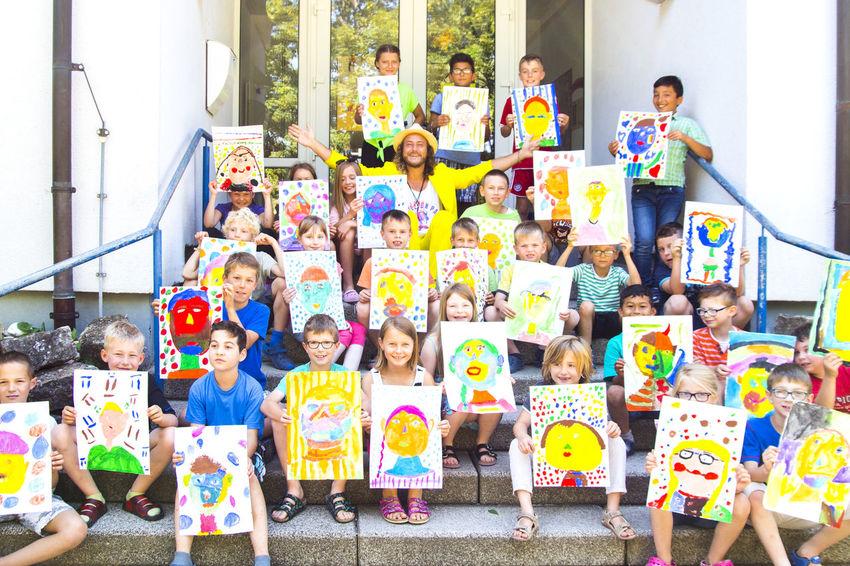 The Million Painter Phil Splash teaches kids how to paint a colourful portrait, Arnstein (2016) Art Artist ArtWork Creative Dermillionenmaler Kids Philsplash Portrait Portraits School Teacher Themillionpainter Yellowfellow