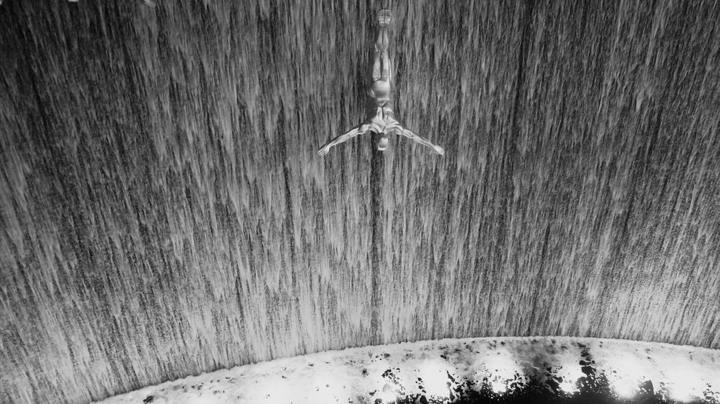 The Ultron Black & White Dive In DIVE STRAIGHT Dubai Mall Dubai❤ Eyeem Black And White Photography Splash The Architect - 2016 EyeEm Awards The Ultron Waterfall Your Design Story Minimalist Architecture Flying High Welcome To Black Art Is Everywhere Black And White Friday The Traveler - 2018 EyeEm Awards